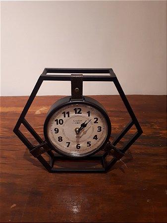 Relógio de Metal Geométrico pto 31x27cm