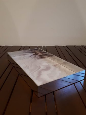 Bandeja metal cromado fundo marmorizado 47x26cm