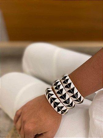 Pulseira Bracelete Esmaltado Geométrico Branco e Preto
