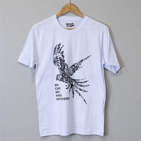 """Camiseta Masculina Branca - """"Estamos Conectados"""""""