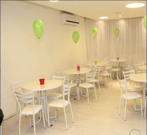 Conjunto com 1 Mesa e 4 Cadeiras - Mesas e Cadeiras para Restaurante REF 6160
