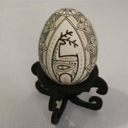 Pêssanka em ovo de galinha - cervo
