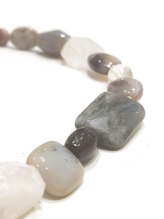 Colar de cristal, jaspe, obsidiana, ágata e quartzo rosa