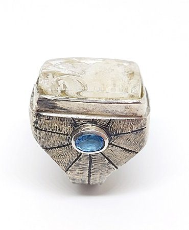 Anel de prata com pedra natural lodonita e topázio azul