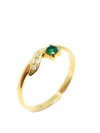 Anel de ouro amarelo 18k com esmeralda e brilhantes