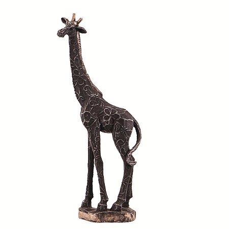Girafa em pé pequena