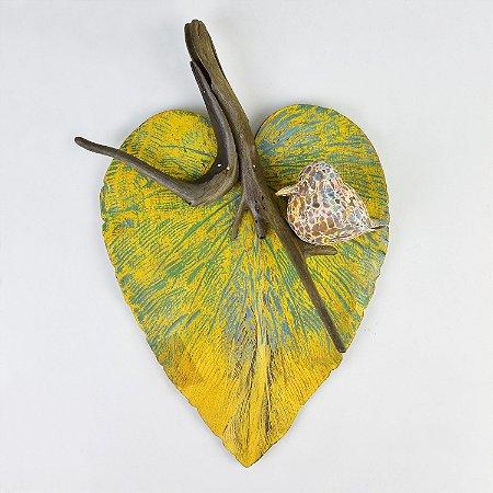 Enfeite Folha Amarela com Pássaro em Madeira