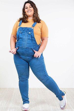 Macacão jeans com bolso plus size