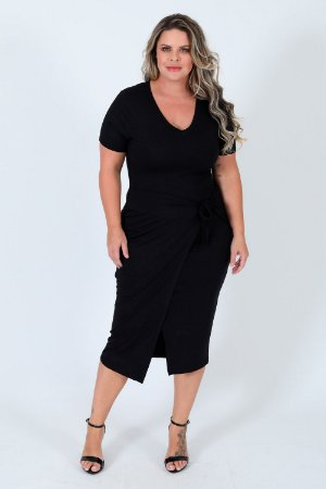 Vestido midi manga curta com detalhe sobreposto plus size