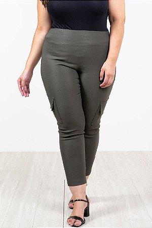 Calça skinny com bolso lateral plus size