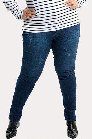 Calça jeans com abertura na barra