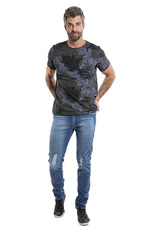 Camiseta manga curta  estampa folhagem