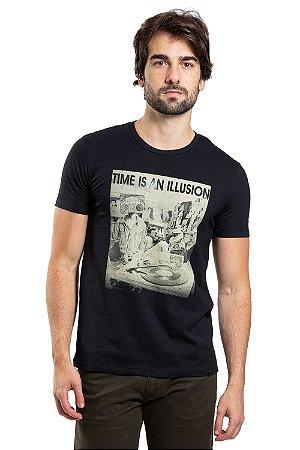 Camiseta manga curta estampa time is an illusion