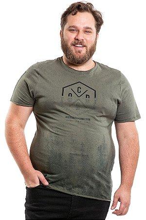 Camiseta manga curta com recorte a laser estampa central plus size