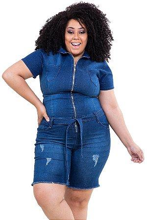 Macacão jeans com bolsos e cinto plus size