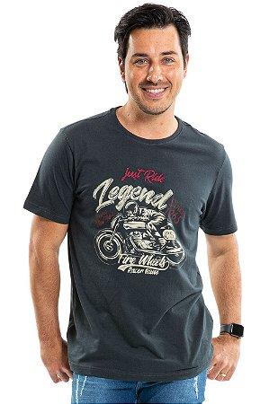 Camiseta manga curta estampa legend detalhe bordado