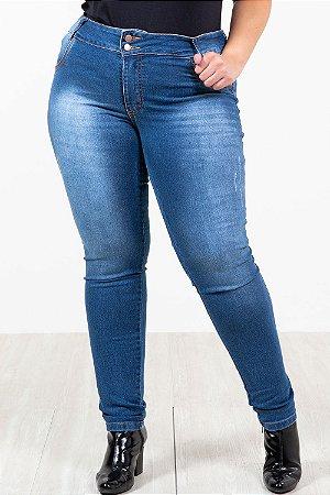 Calça jeans skinny detalhe puído plus size