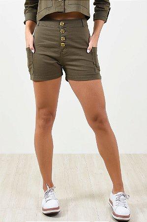Shorts bolso lateral em sarja
