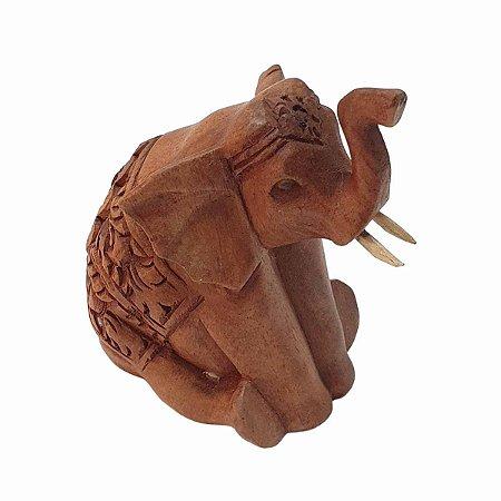 Elefante Entalhado Sentado Madeira Suar 12cm