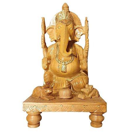 Escultura de Ganesha no Trono Madeira Suar 35cm