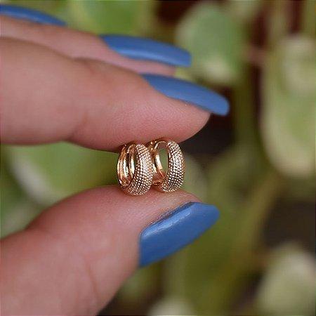Brinco argolinha segundo furo texturizado ouro semijoia