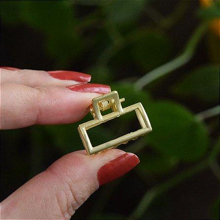 Piranha de cabelo pequena retangular metal dourado fosco