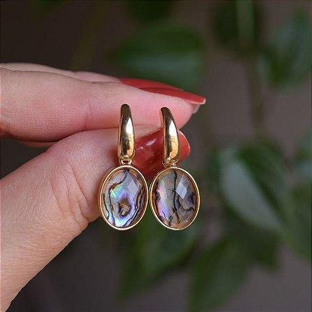 Brinco oval pedra natural abalone ouro semijoia