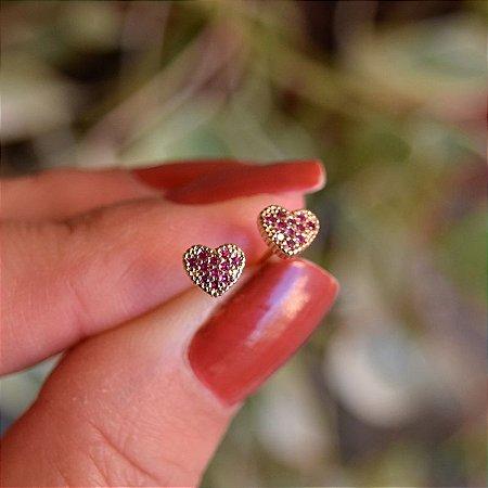 Brinco mini coração zircônia vermelho ouro semijoia