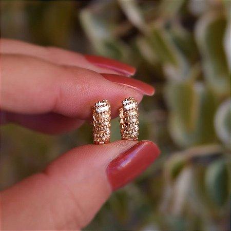 Brinco argolinha mini esferas ouro semijoia