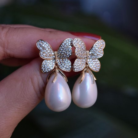 Brinco borboleta com pérola zircônia ouro semijoia 4008