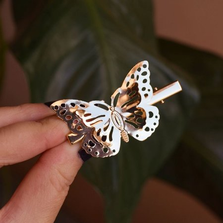 Presilha bico de pato metal borboleta dourado