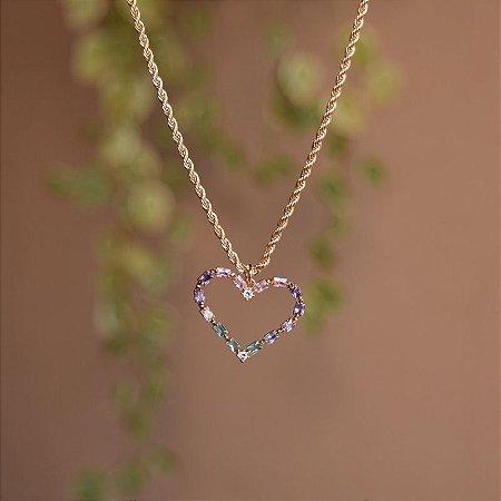 Colar curto corrente coração zircônia colorida ouro semijoia