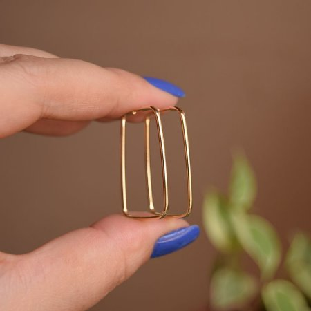 Brinco argola retangular ouro semijoia