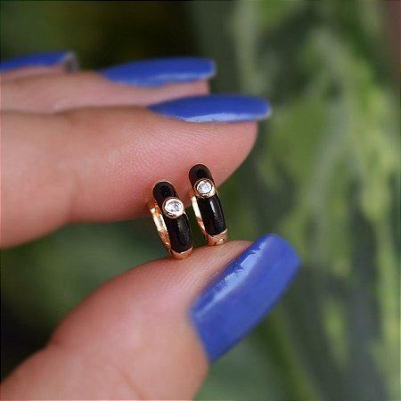 Brinco argolinha esmaltada preto cristal ouro semijoia 21a04014
