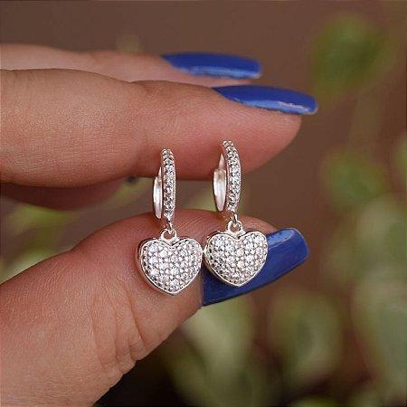 Brinco argolinha penduricalho coração zircônia prata 925