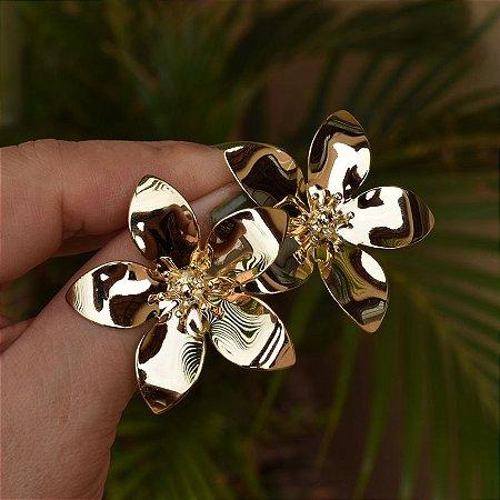 Brinco flor g dourado