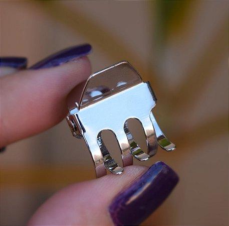 Piranha de cabelo metal pequena prateado