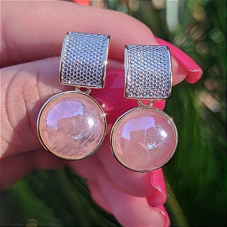 Brinco redondo pedra natural quartzo rosa ouro semijoia