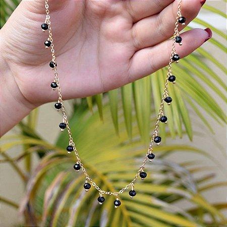 Colar curto cristal preto ouro semijoia