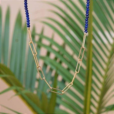 Colar curto cristal azul ouro semijoia