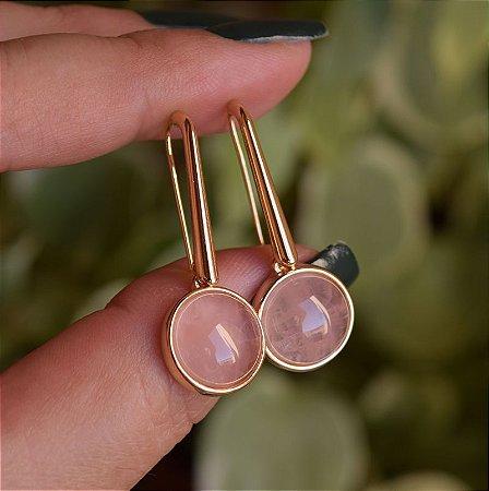 Brinco gancho redondo pedra natural quartzo rosa ouro semijoia