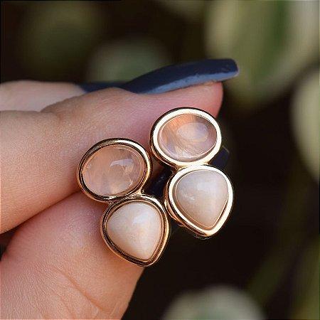 Brinco pedras naturais quartzo rosa e amazonita bege ouro semijoia