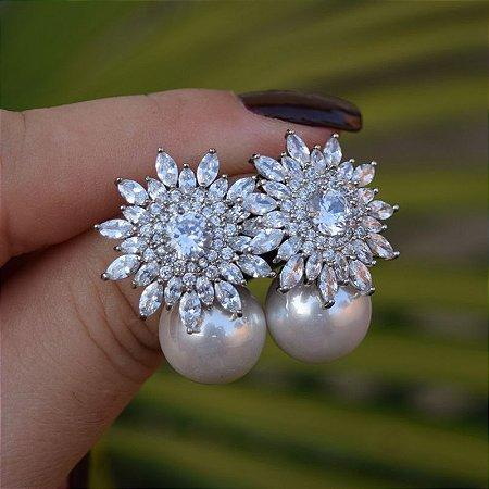 Brinco flor pérola zircônia cristal ródio semijoia