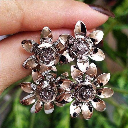 Brinco flores ródio semijoia