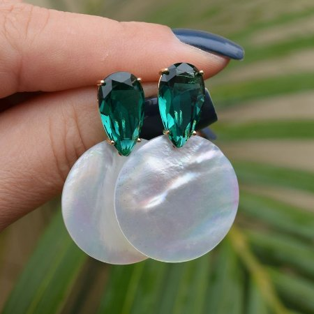 Brinco gota cristal esmeralda e madrepérola ouro semijoia 516010522