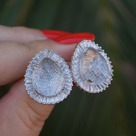 Brinco gota cristal zircônia baguete ródio semijoia