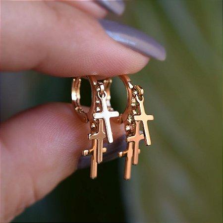 Brinco argolinha crucifixos ouro semijoia 15047