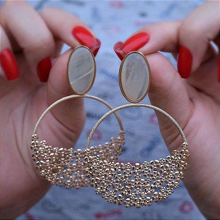 Brinco madrepérola oval ouro rosê semijoia