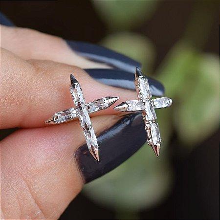 Brinco crucifixo zircônia ródio semijoia