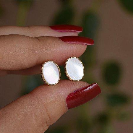 Brinco argola oval madrepérola ouro semijoia 9A16113